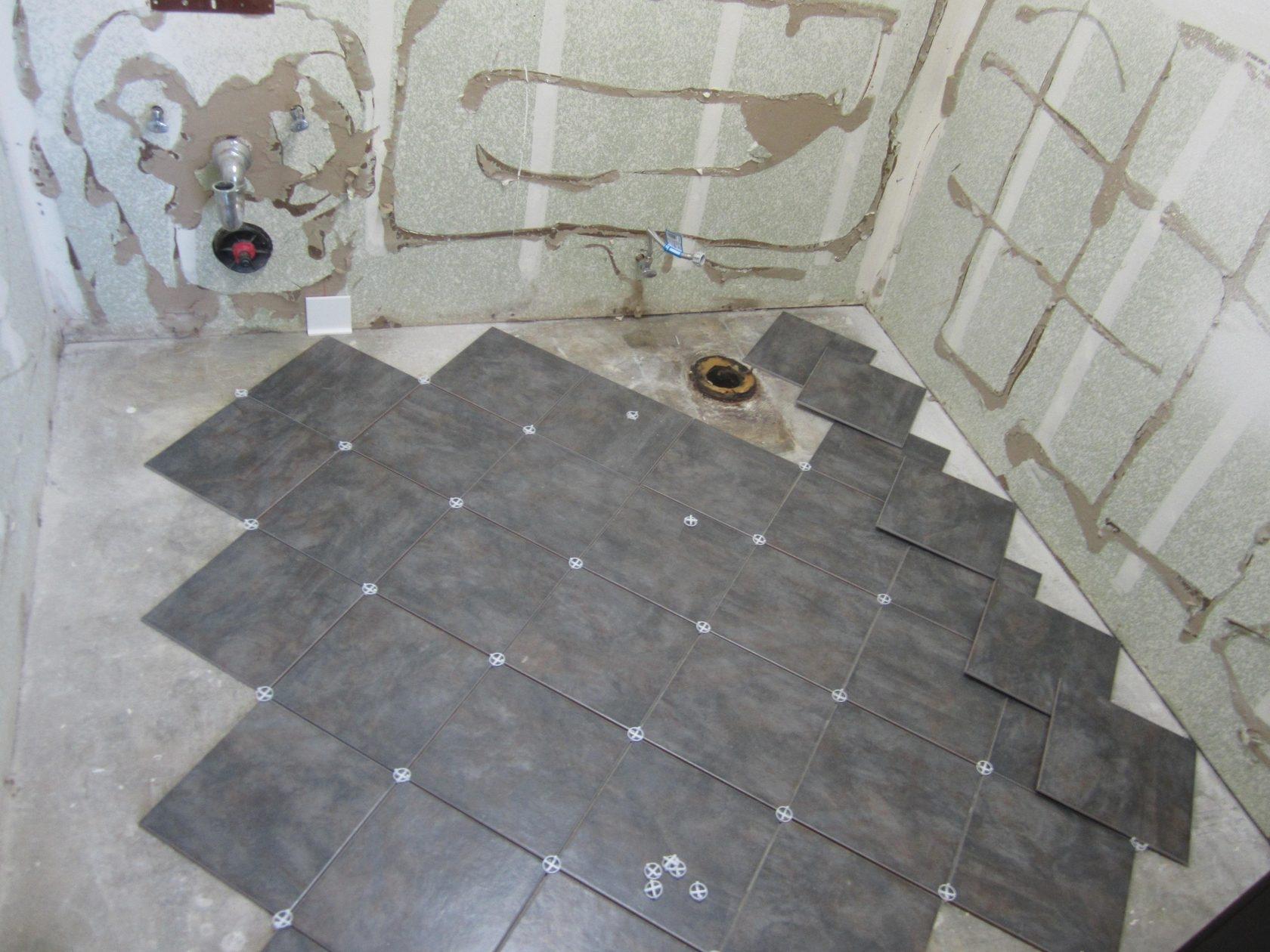 Укладка плитки на пол ванной раскладка ромбом